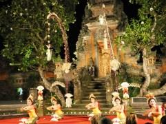 Danza balinesa en el templo
