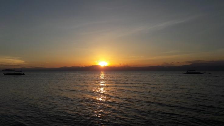 sunset-moalboal